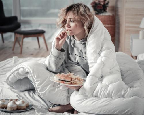 急性的失戀處理:承認痛苦與吃東西