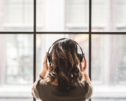急性的失戀處理:面對痛苦與聆聽情歌