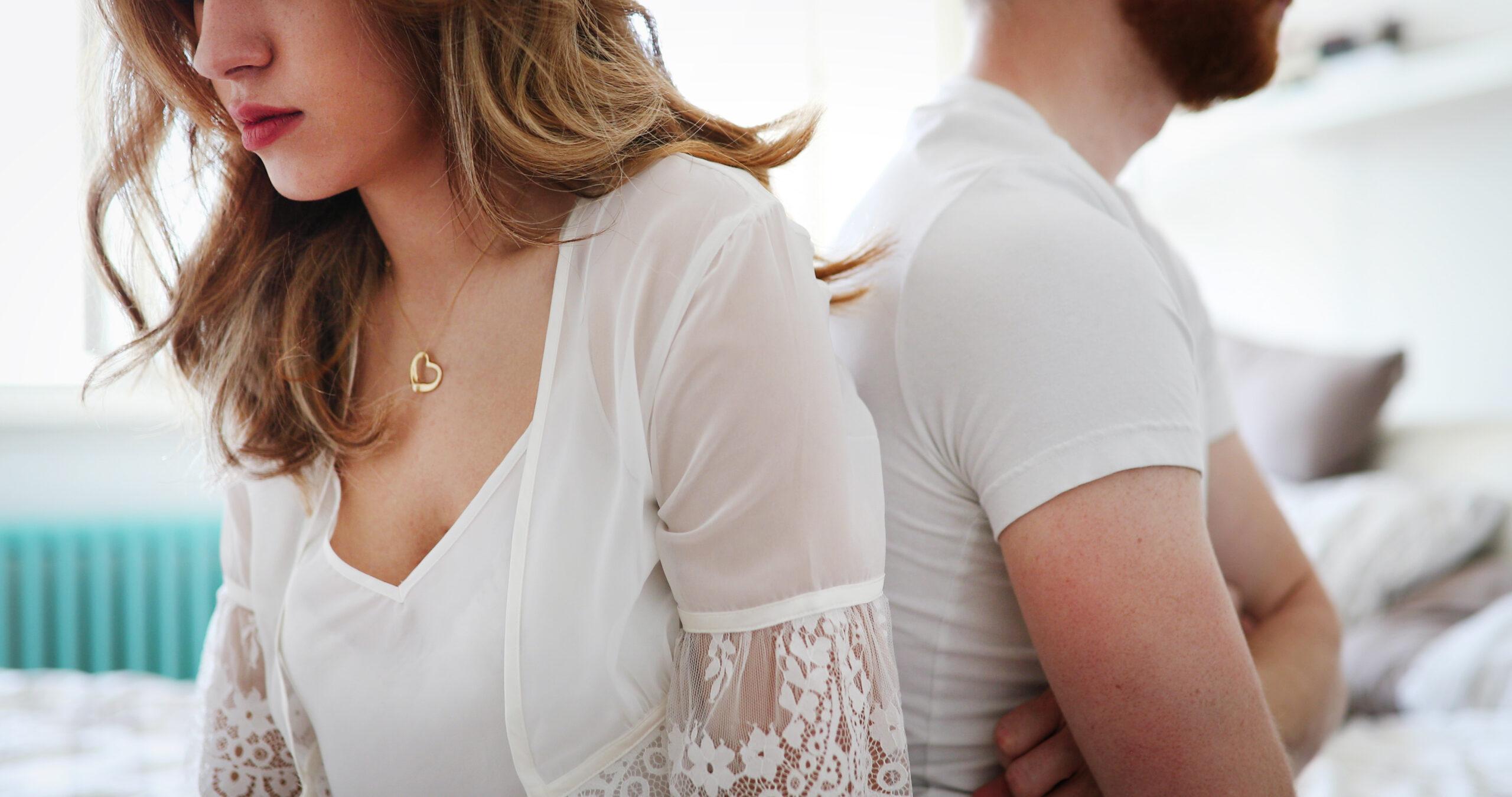 感覺在婚姻裡受到束縛,後悔不該結婚